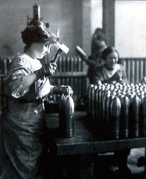 femme_au_travail_dans_une_usine_dobus.1291896779.jpg